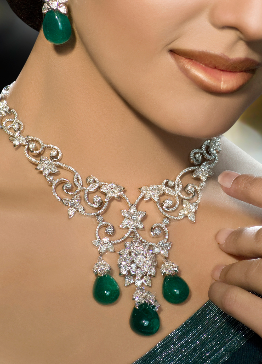 How to complement your outfit with large jewelry beads and pieces how to complement your outfit with large jewelry aloadofball Gallery