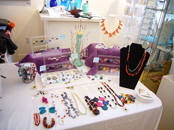 4 ways you can properly display your jewelry to attract for How to make a ring display for craft shows