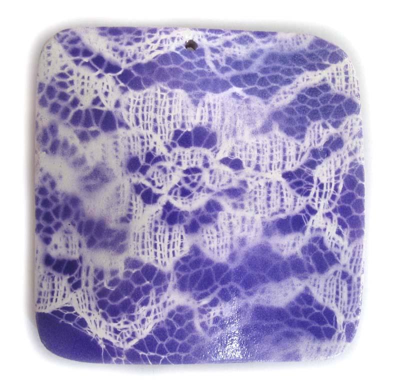 Wavy square pendant lace purple