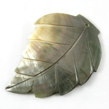 Blacklip leaf large wholesale pendant