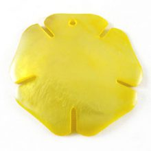 Hammershell yellow flower wholesale pendant
