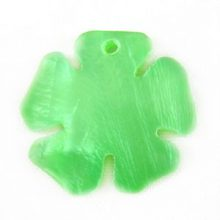 Hammershell green flower wholesale pendant
