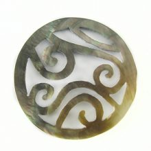 Blacklip shell round carved 40mm