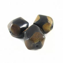 Burnt horn faceted round 19x18.5mm