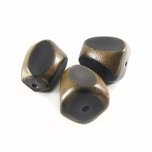 Burnt horn irregular shape 17X14mm