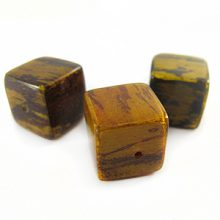 Banana bark inlaid 16mm cube Yellow