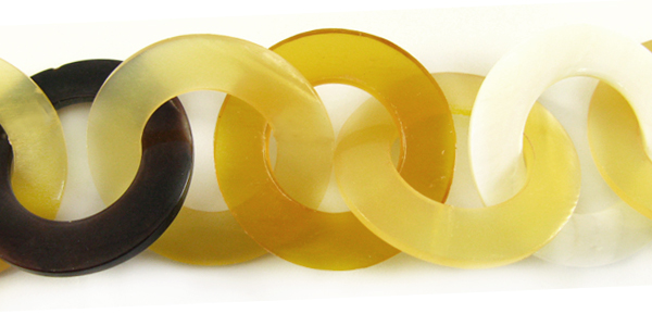 Makabibi and yellow horn 30mm linked rings