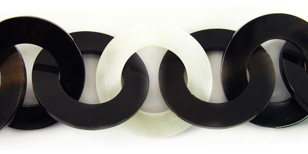 Black horn and makabibi 30mm linked rings
