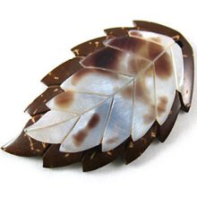 Coconut shell leaf pendant with hammershell