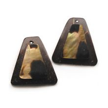 Coconut shell earring 30x32mm with brownlip