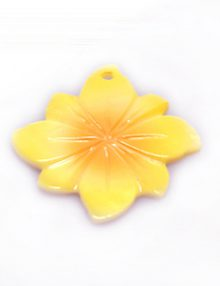 River shell painted yellow flower pendant wholesale
