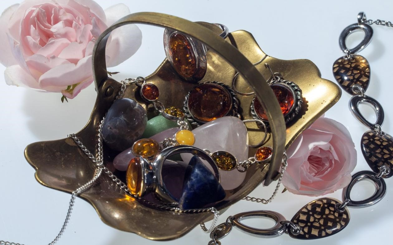 4-Jewelry-Gift-Ideas-for-the-Geminis-in-your-Life