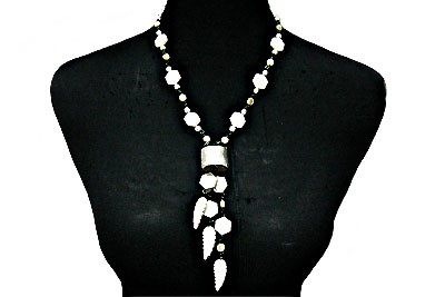 Long Necklaces: 5 Styles to Upgrade Your Fall Looks